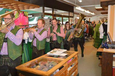 Modeschau –  Trachtenpräsentation Lipizzanerheimatklang